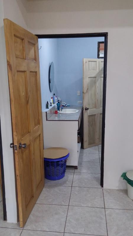 bathroom of house for sale in Costa Rica